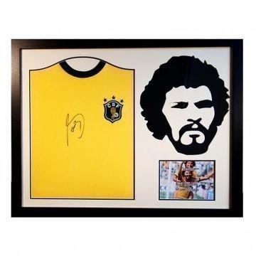 Brasilia Socratesin signeerattu paidan silhuetti