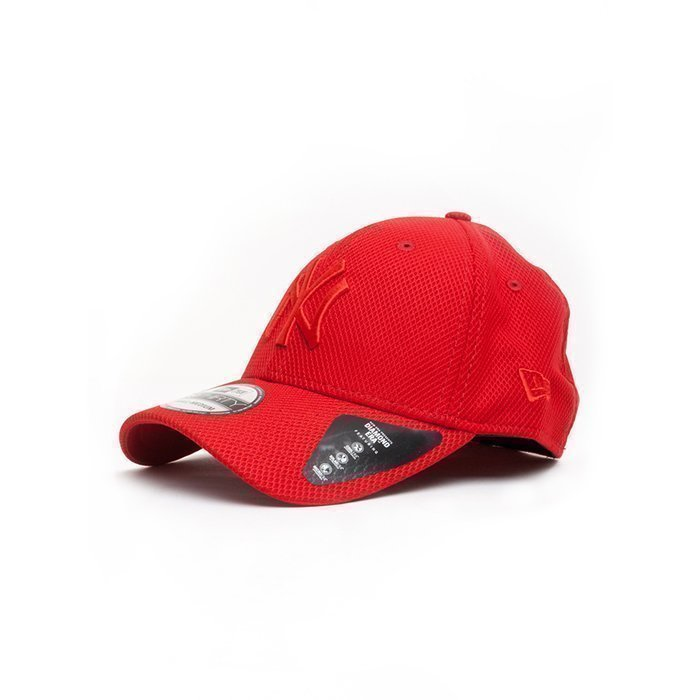 New Era Diamond Era Essential 3930 Scarlet Medium/Large